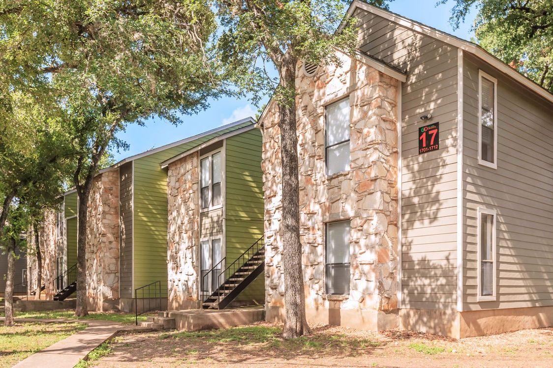 On-call Maintenance at Salado Crossing Apartment Homes in San Antonio, TX