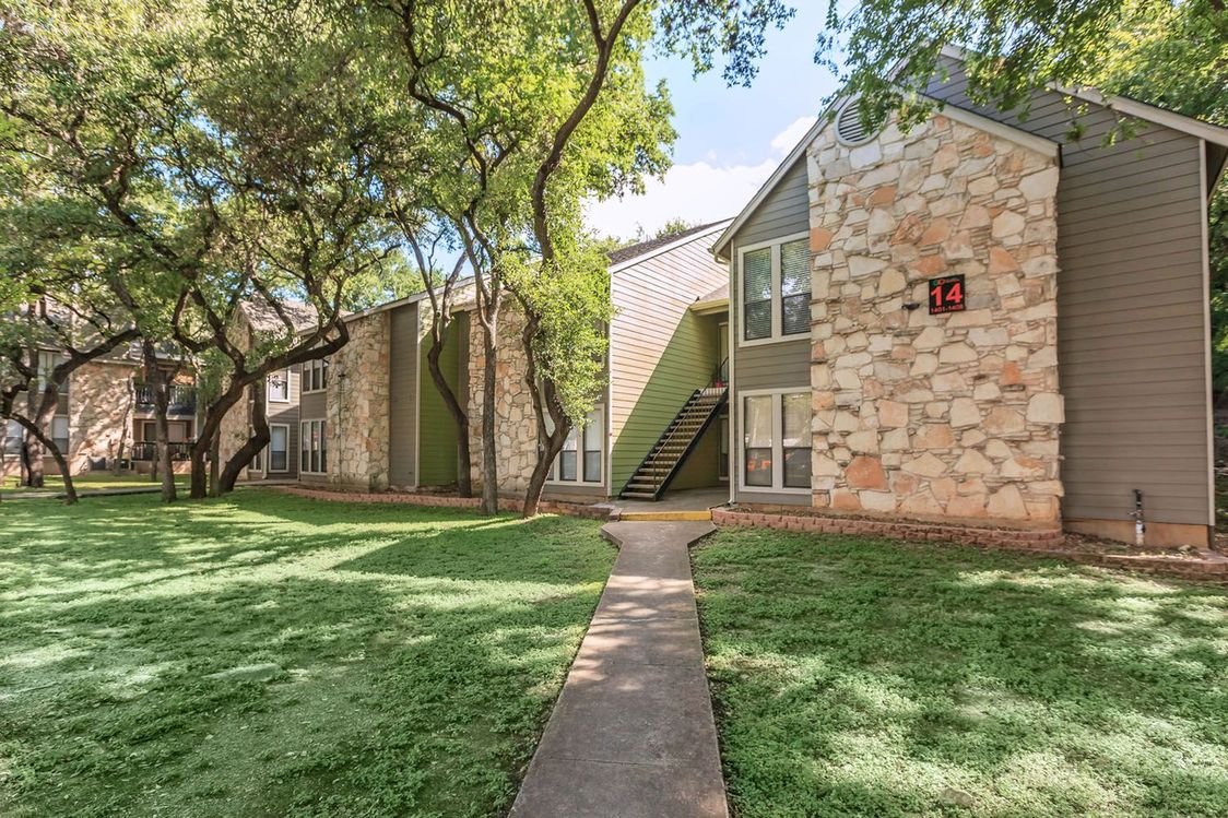 Professionally Landscaped Grounds at Salado Crossing Apartment Homes in San Antonio, TX
