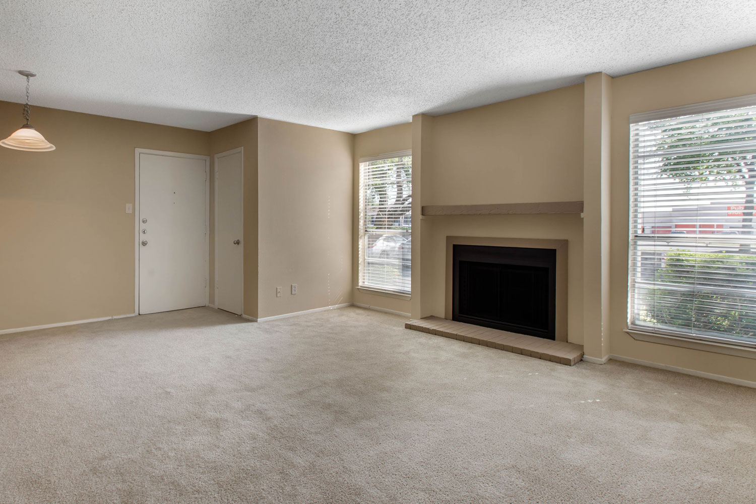 Contemporary Apartments for Rent at Sapphire Apartments in San Antonio, Texas