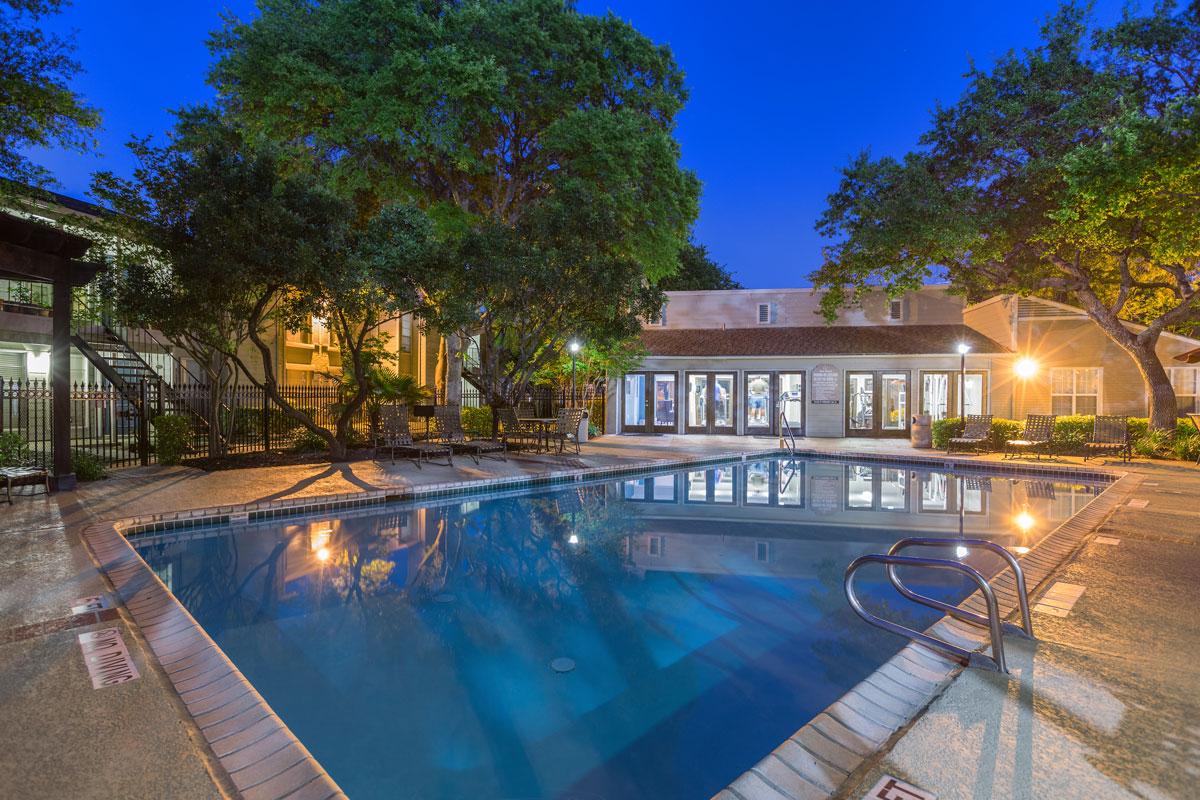Lit Pool Area at Sapphire Apartments in San Antonio, Texas