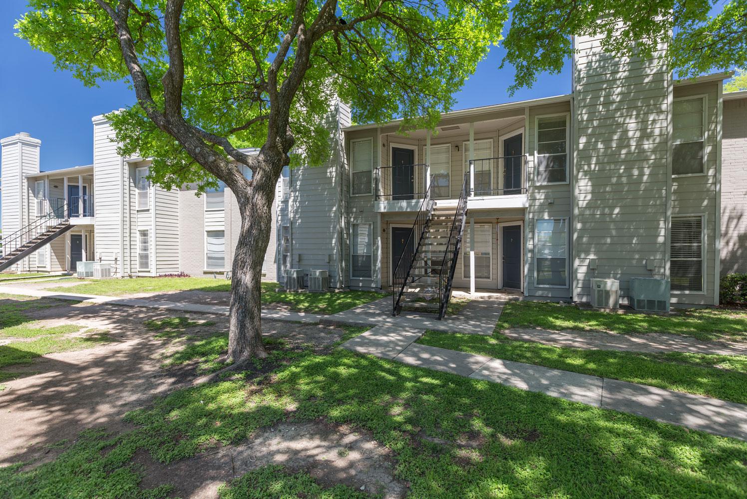 Pet-Friendly Apartments at Sapphire Apartments in San Antonio, Texas