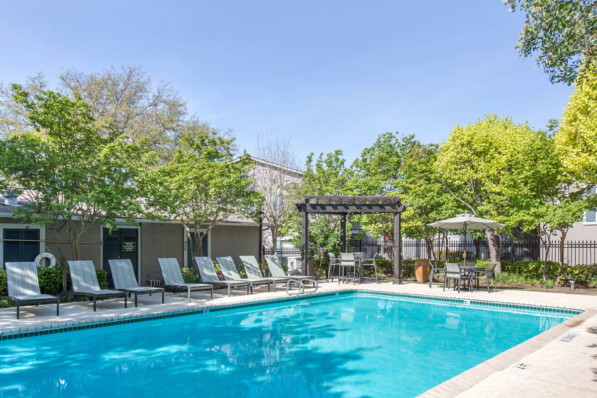 Poolside Lounge Area at Sapphire Apartments in San Antonio, Texas