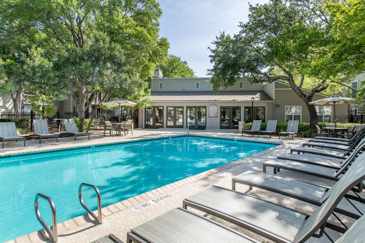 Poolside Furniture at Sapphire Apartments in San Antonio, Texas