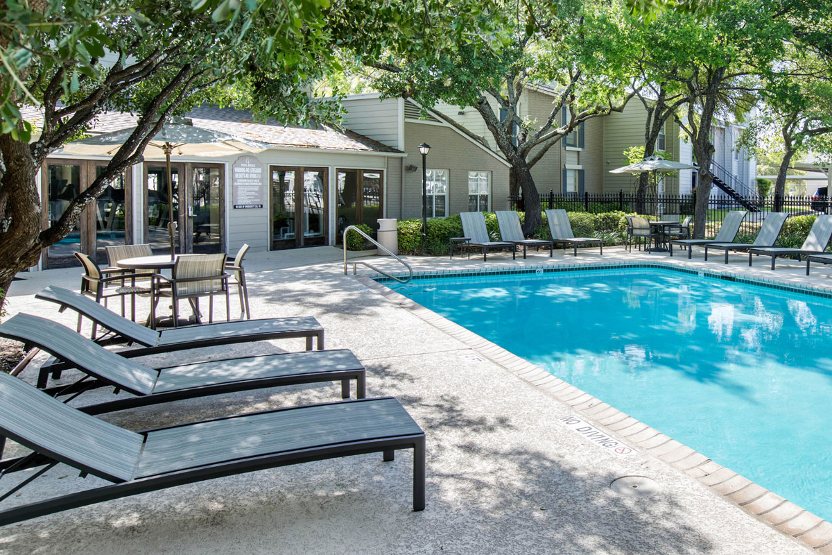 Relaxing Swimming Pools at Sapphire Apartments in San Antonio, Texas