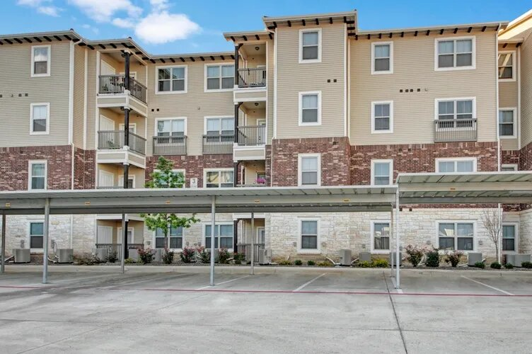 Professional Management at The Savannah at Gateway Apartments in Plano, Texas