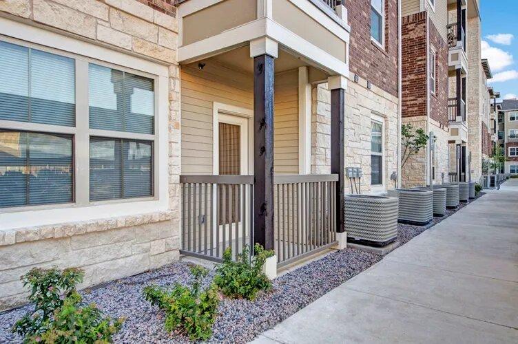 Senior Apartment Rentals in Plano at The Savannah at Gateway Apartments in Plano, Texas