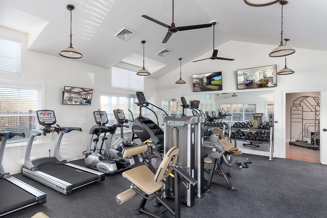 Fully-Equipped Fitness Center at Savannah West Apartments in Kansas City, MO