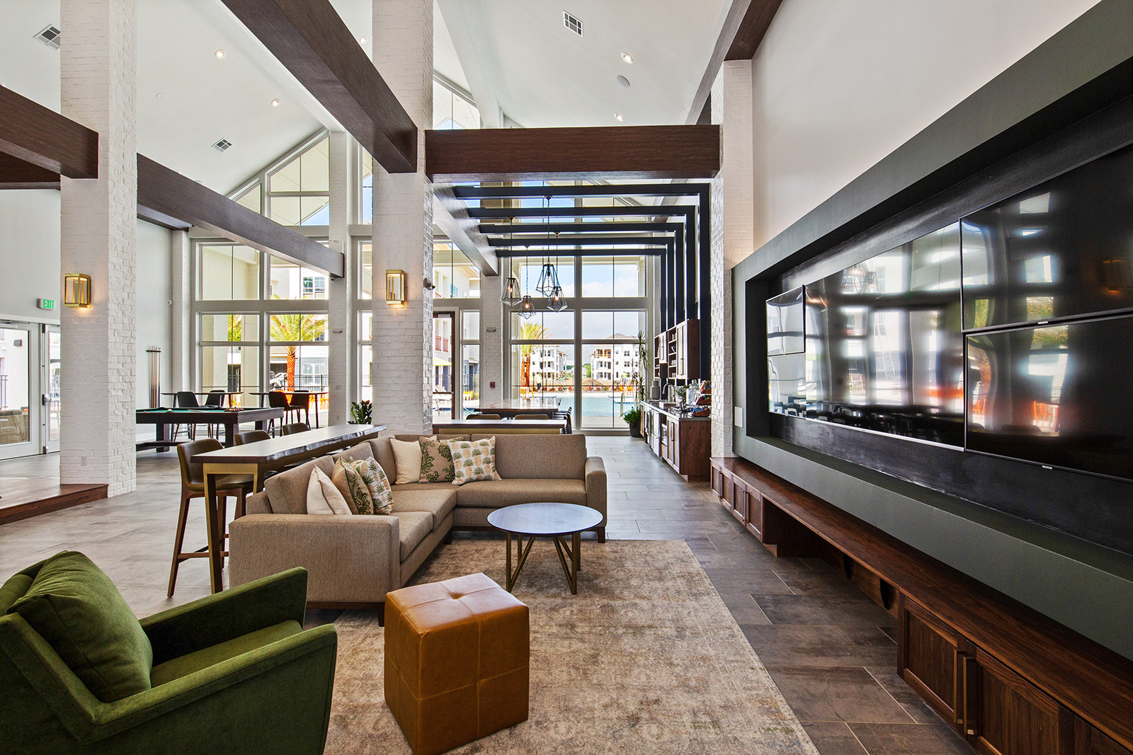 Lounge at Sawgrass Point in Gonzales, Louisiana