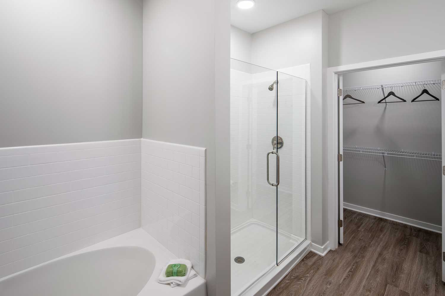 Walk-In Showers and Soaking Tubs at Sawgrass Point in Gonzales, Louisiana