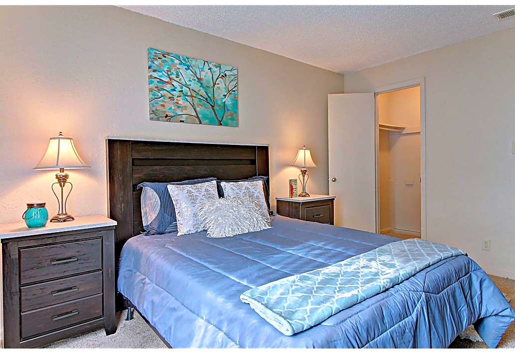 Studio, One and Two-Bedroom Apartments at Sawmill Apartments in Tulsa, Oklahoma