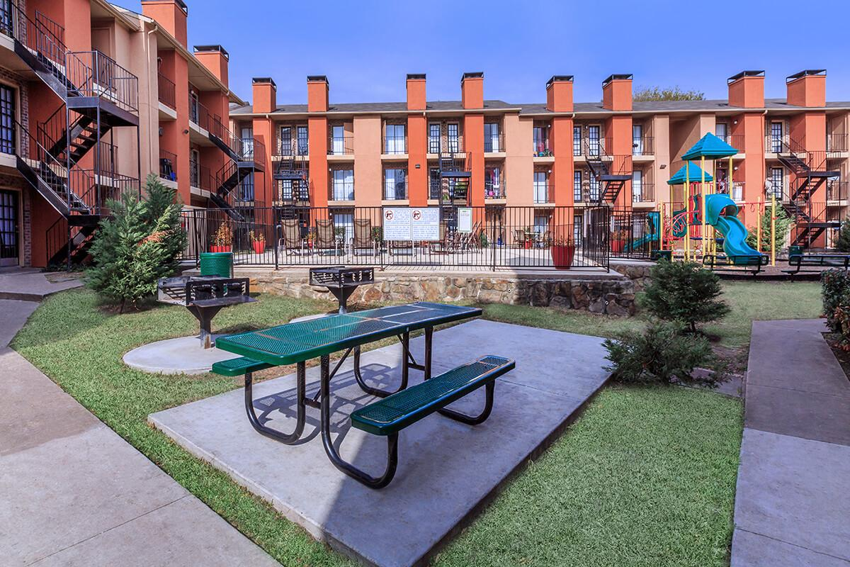 Picnic Area at Sedona Ridge Apartments in Dallas, TX