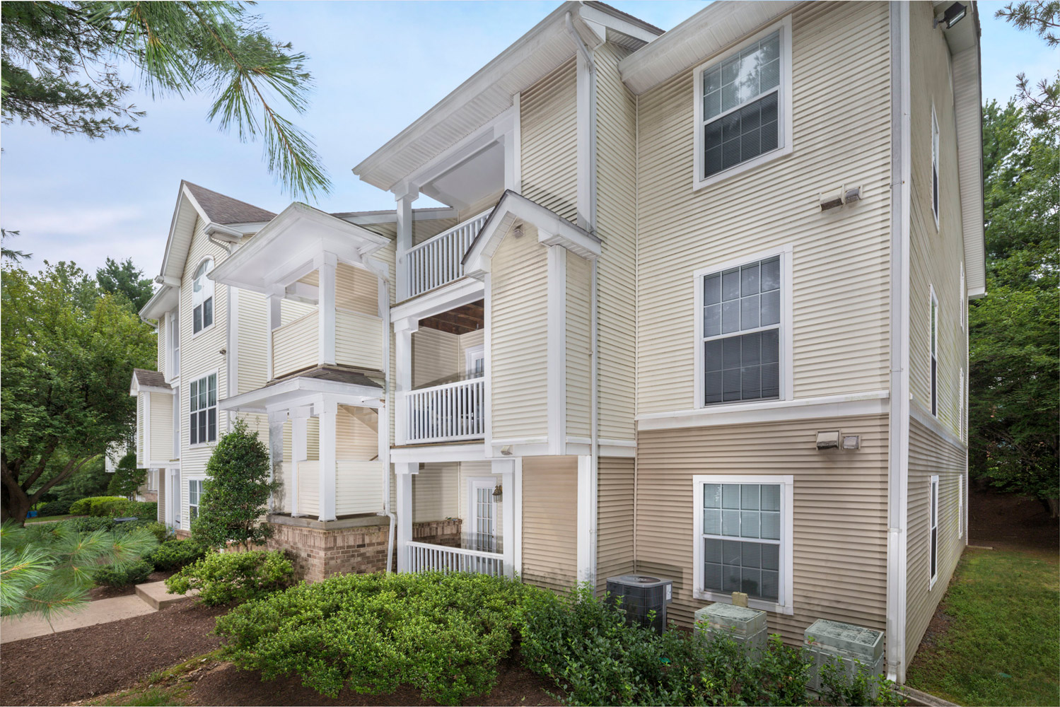 1 and 2 bedroom apartments at Seneca Club Apartments in Germantown, MD
