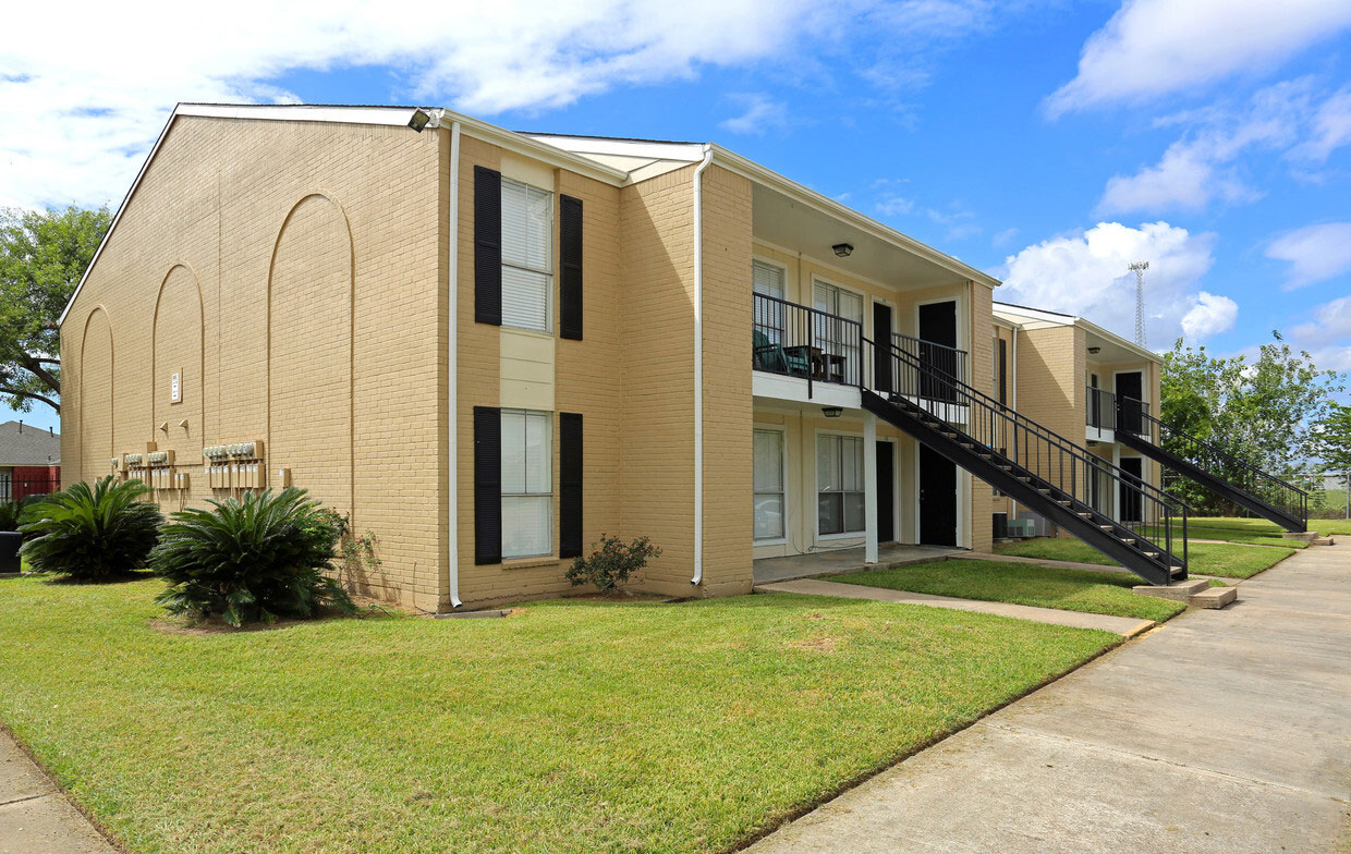 Scenic Community Views at Sienna Villas Apartment Homes in Freeport, TX