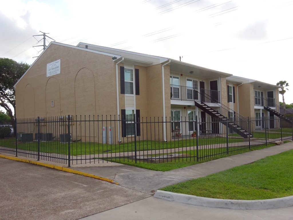 Pet-Friendly at Sienna Villas Apartment Homes in Freeport, TX