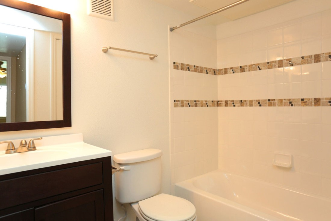 Single Vanity at Sienna Villas Apartment Homes in Freeport, TX