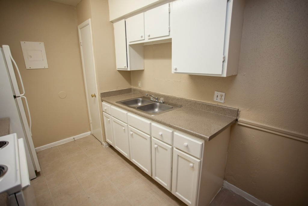 White Cabinetry and Appliances at Sienna Villas Apartment Homes in Freeport, TX