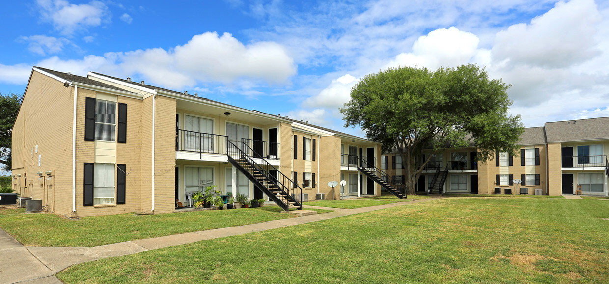 Two Bedroom Apartments at Sienna Villas Apartment Homes in Freeport, TX