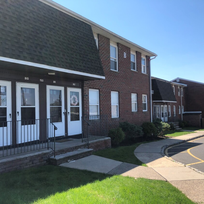Maintenance-Free Living at Somerville Gardens Apartments in Somerville, New Jersey