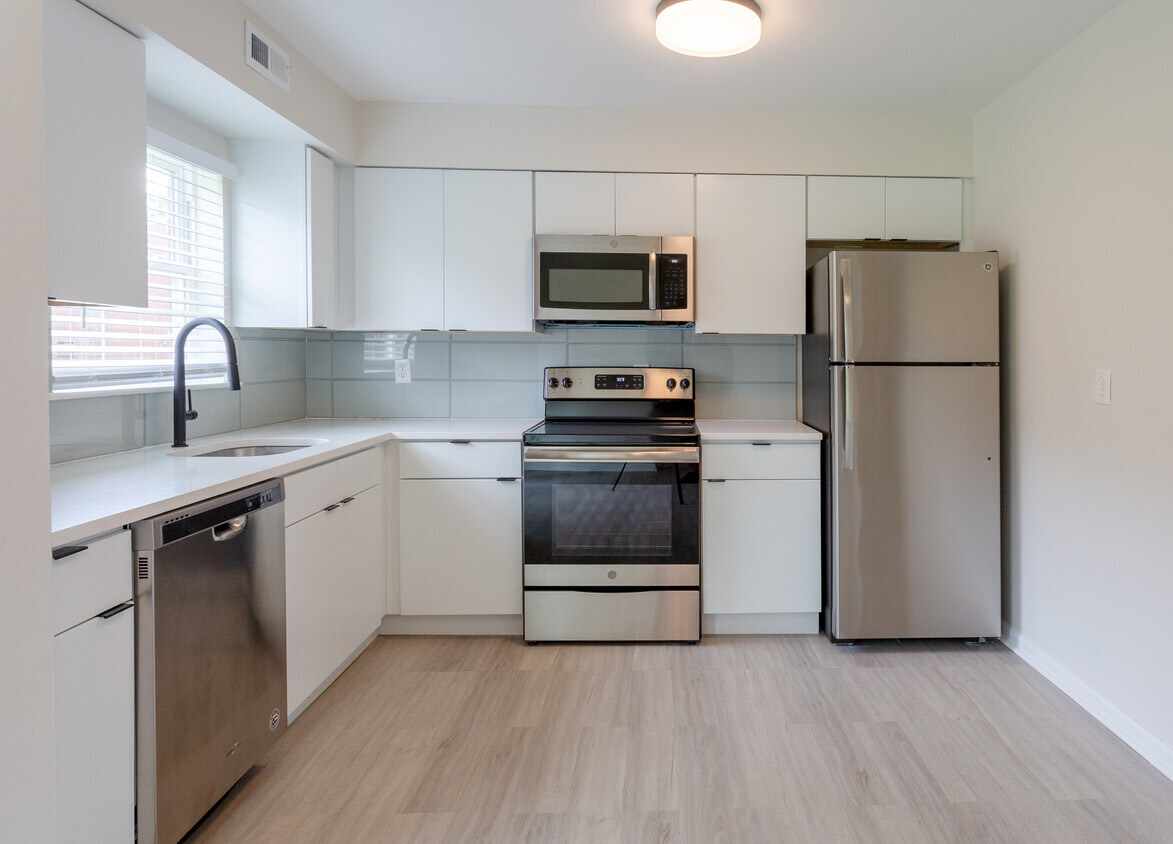 Oven and Range at Somerville Gardens Apartments in Somerville, New Jersey