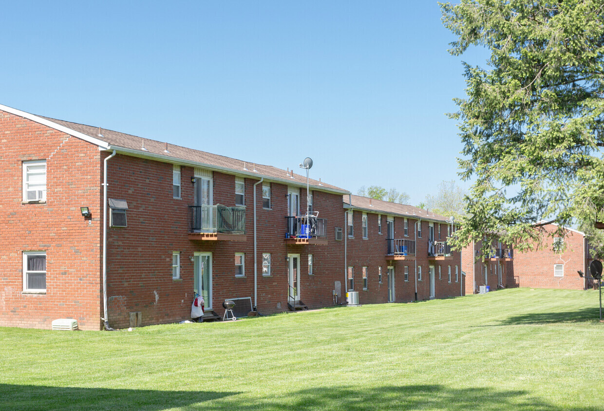 Pet Friendly Apartments at Somerville Gardens Apartments in Somerville, New Jersey