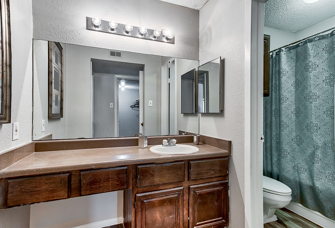 1 & 2 Bedroom Apartments for Rent with Spacious Bathrooms at Songbird in North San Antonio, TX