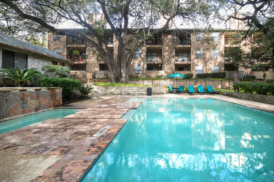 Pool Lounge Area and Pool at Songbird Apartments in San Antonio, Texas