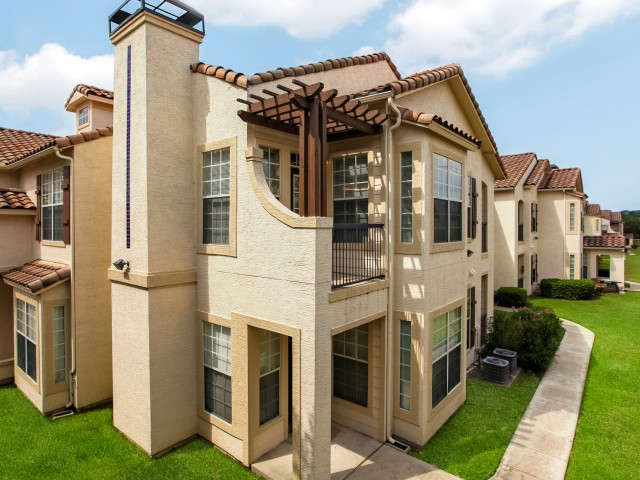 Exterior View at The Oxford at Sonterra Apartments in  San Antonio, TX