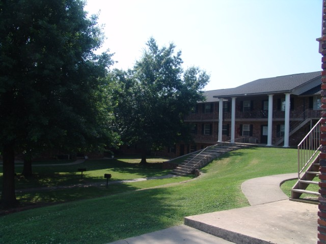 Walking Trails at South Creekside Apartments in Fayetteville, AR