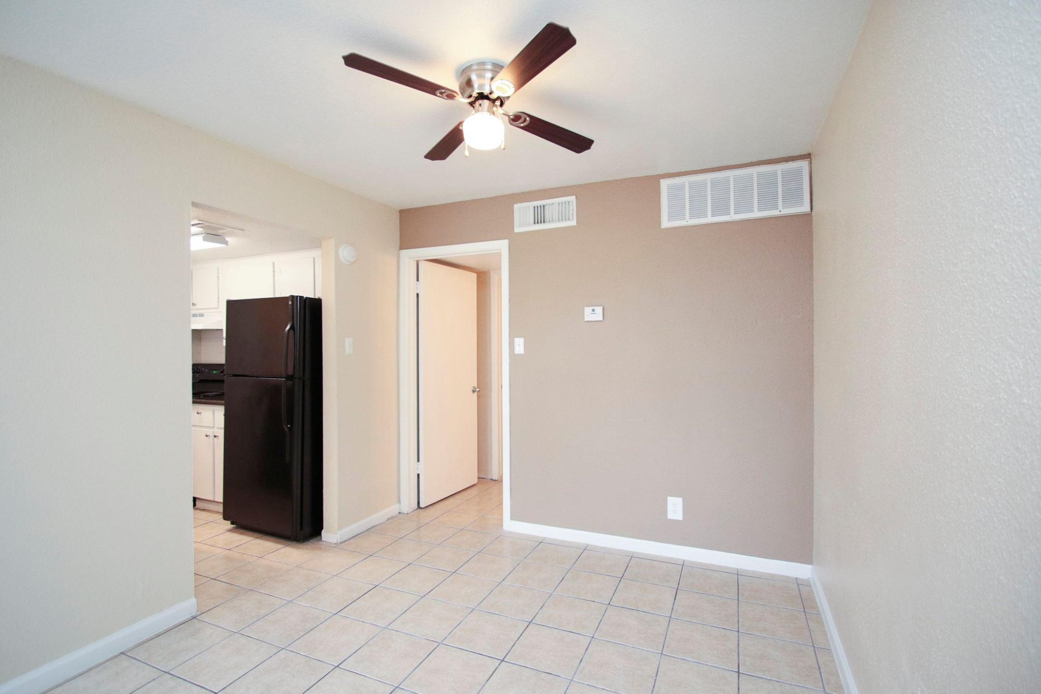 Energy-Efficient Ceiling Fans at Spring Brook Lofts Apartments in Houston, Texas