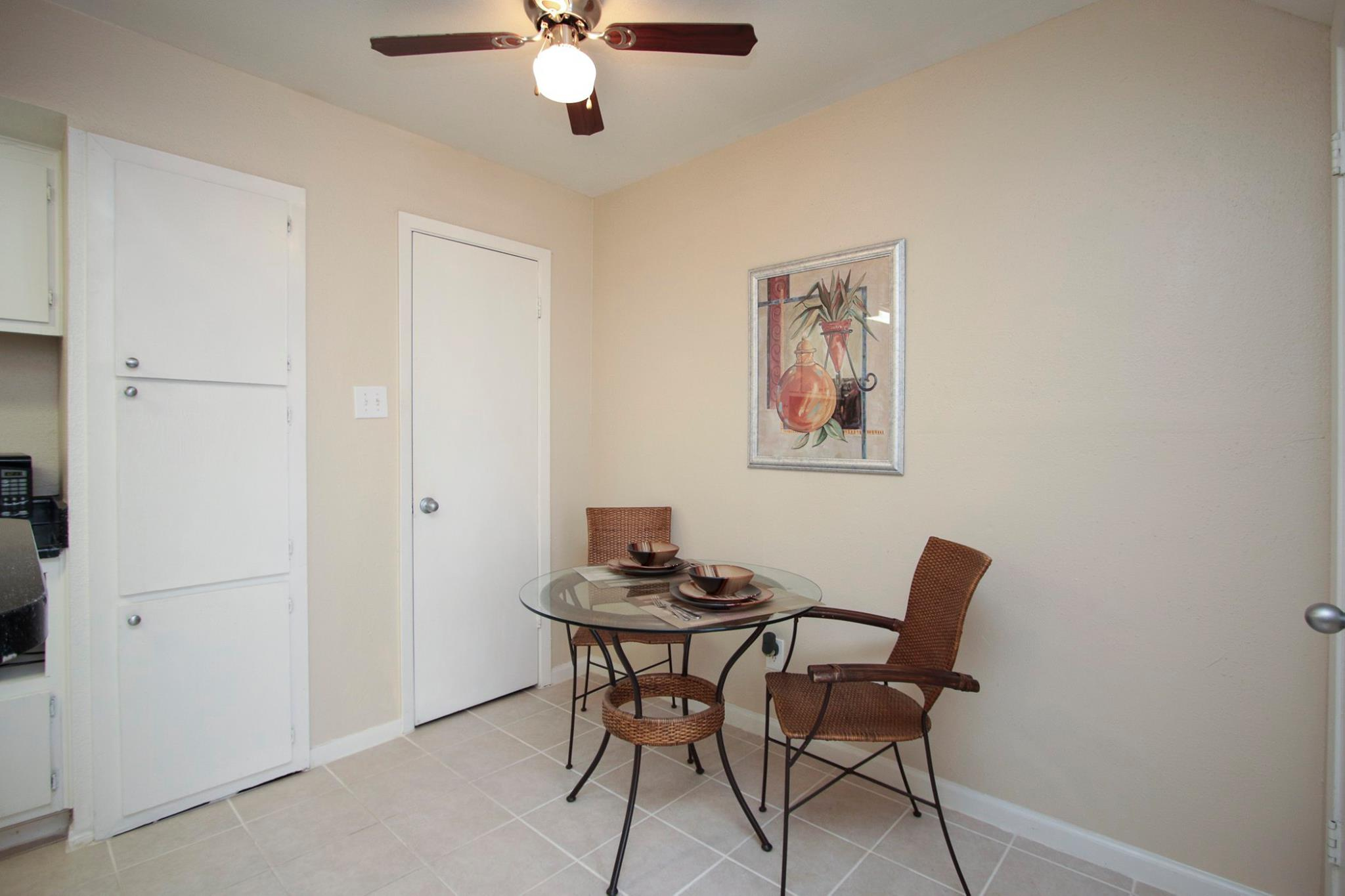 Dining Area at Spring Brook Lofts Apartments in Houston, Texas