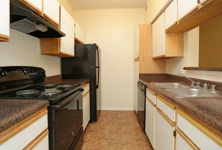 Kitchen at the Stonebrook Village Apartments in Frisco, TX
