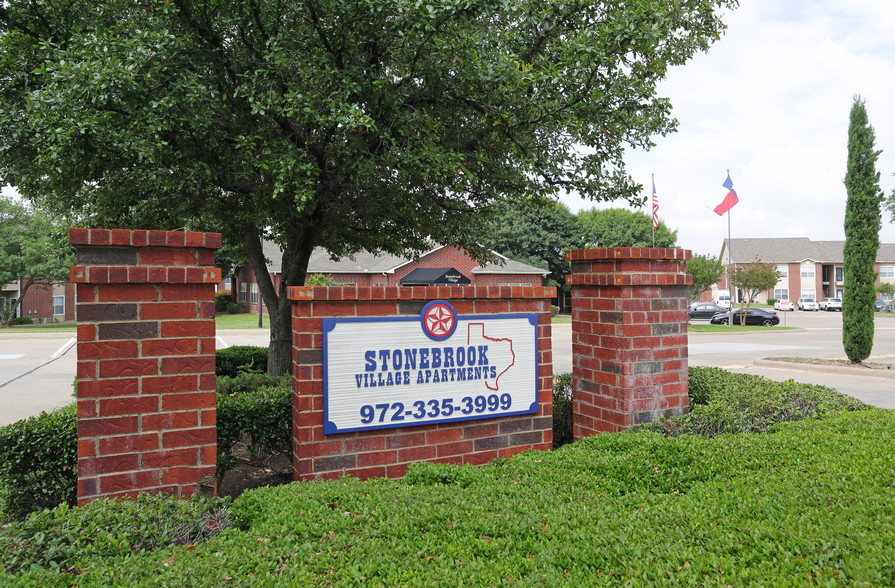 Main Entrance Sign at the Stonebrook Village Apartments in Frisco, TX