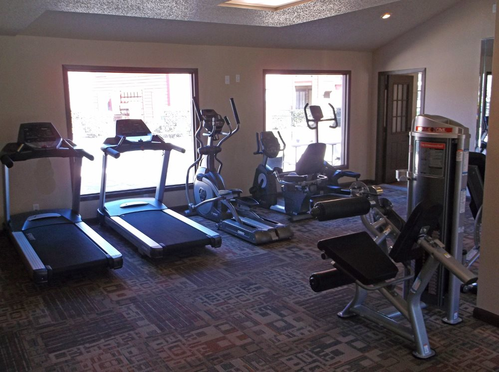 Cardio Equipment and Weight Machines at Stonehill at Pipers Creek Apartments in San Antonio, Texas