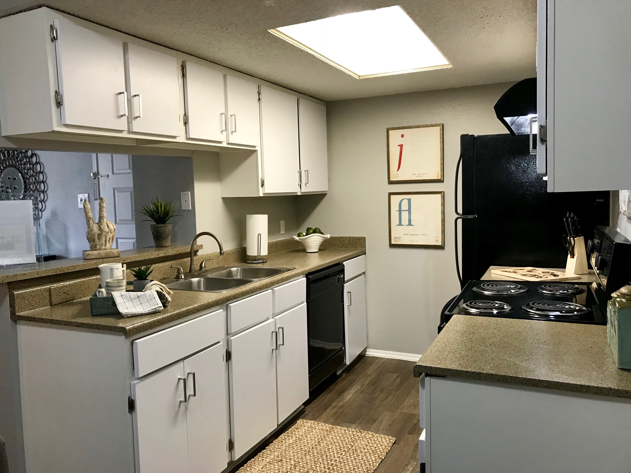 Kitchen at Stonehill at Pipers Creek Apartments in San Antonio, Texas