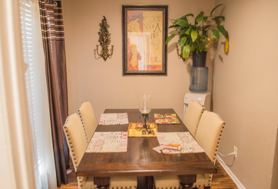 Dining Area at Summer Glen Apartments in Dallas, Texas