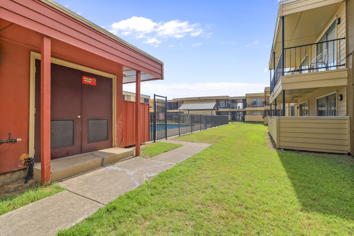 Plenty of Green Space at Summer Glen Apartments in Dallas, Texas