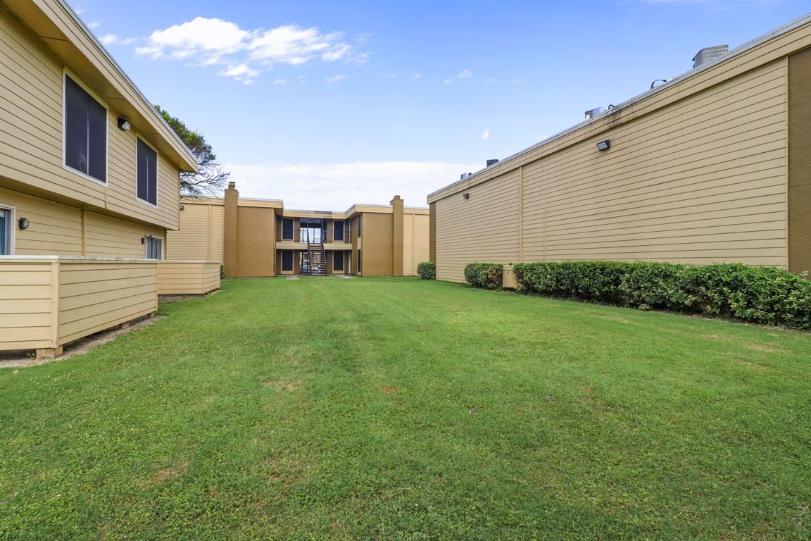 Welcoming Community at Summer Glen Apartments in Dallas, Texas