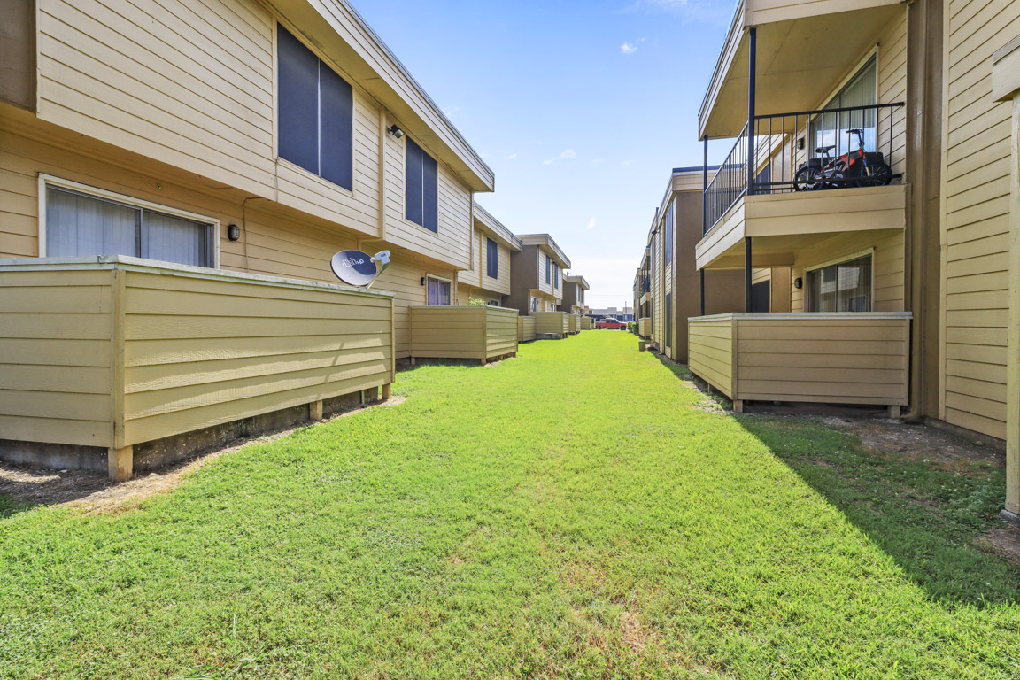 Beautiful Landscapes at Summer Glen Apartments in Dallas, Texas