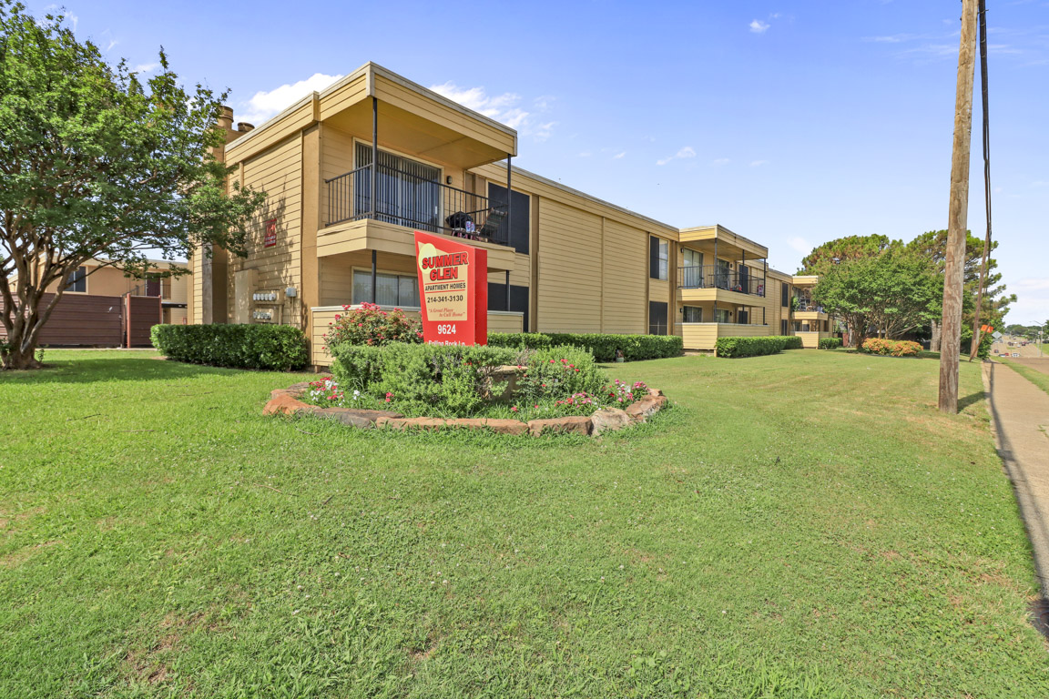 Welcoming Apartment Community at Summer Glen Apartments in Dallas, Texas
