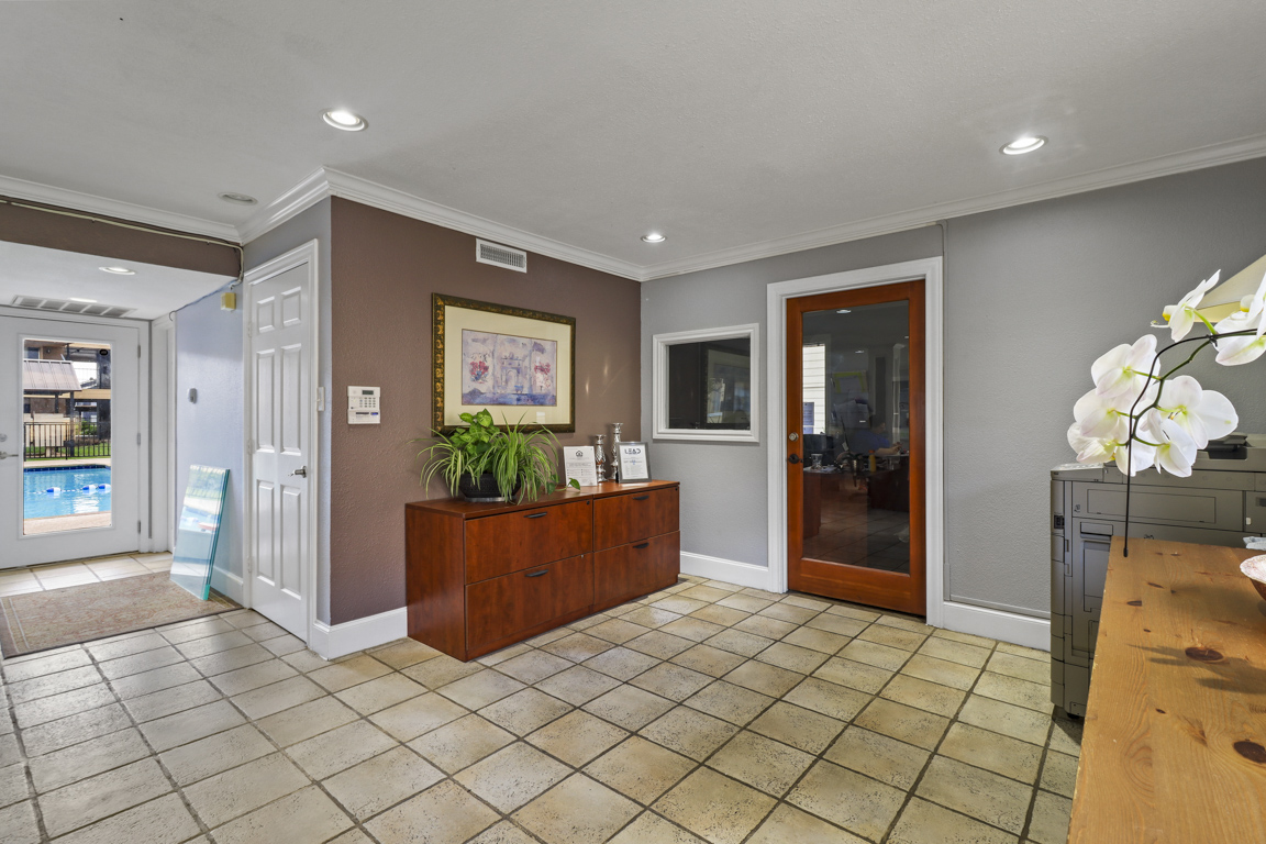 On-Site Management at Summer Glen Apartments in Dallas, Texas