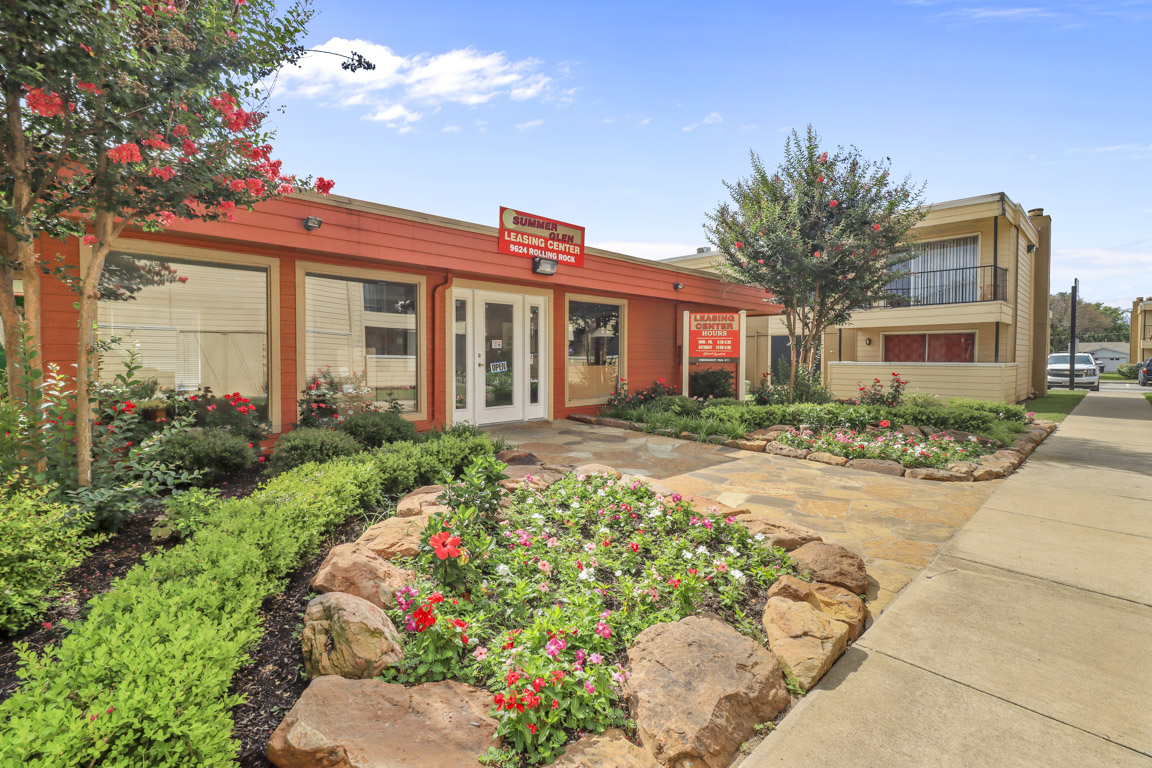 Club House and Other Great Amenities at Summer Glen Apartments in Dallas, Texas