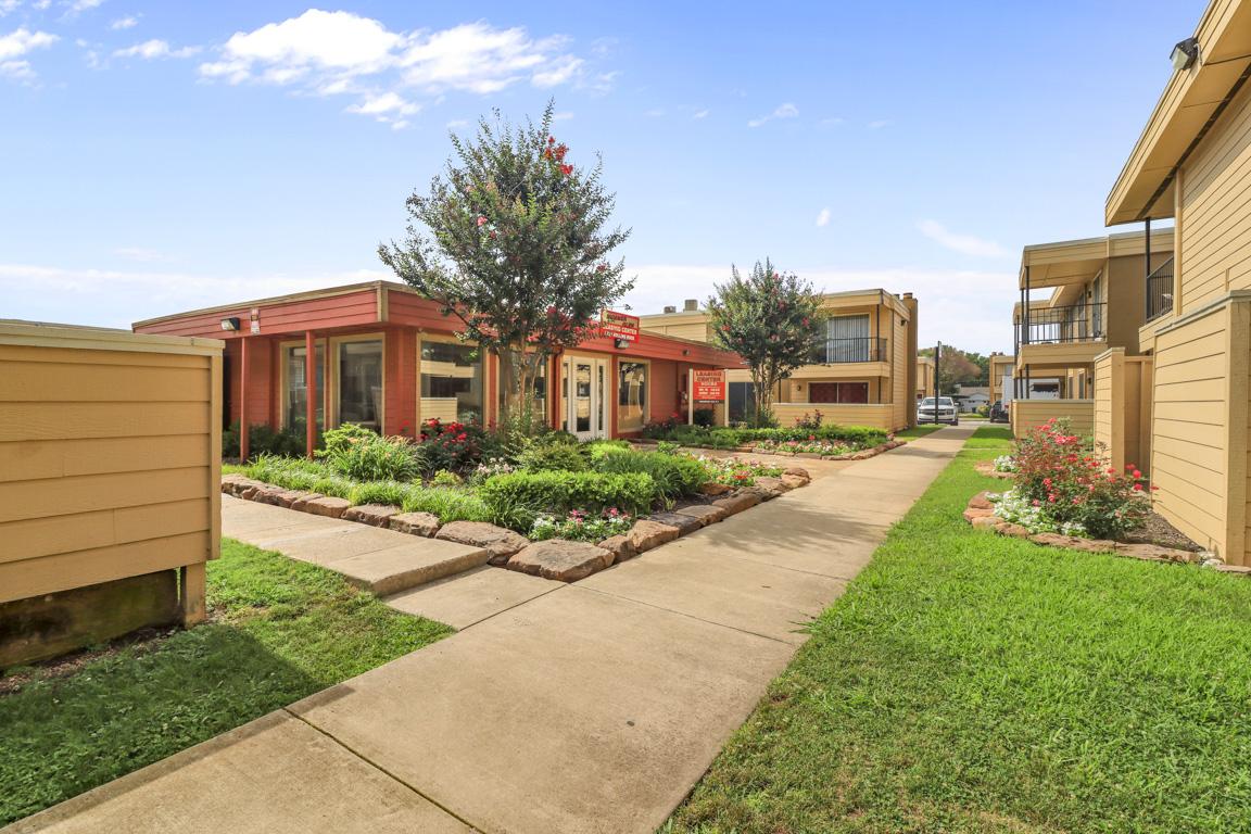 Family Community at Summer Glen Apartments in Dallas, Texas