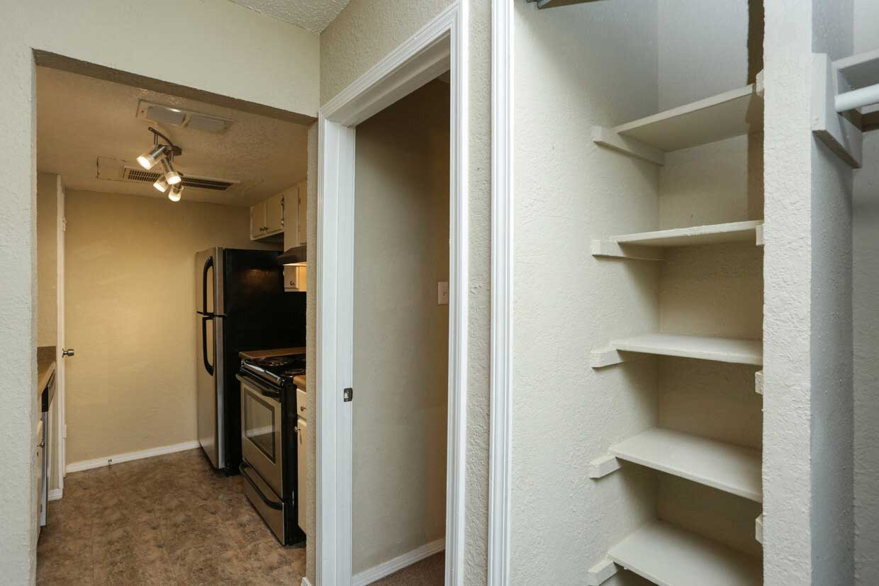 Pet-Friendly Apartments at Sungate Apartments in San Antonio, Texas