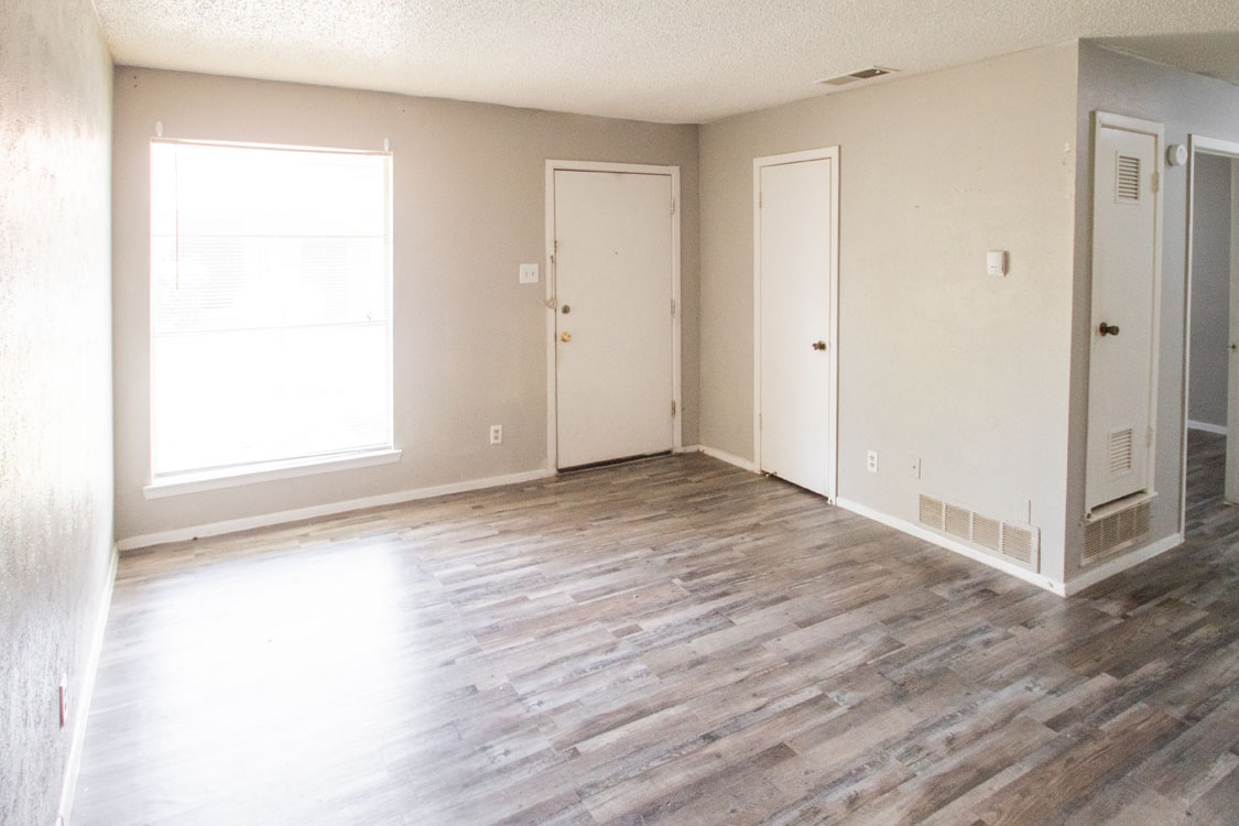 Large Living Room Windows at Sunscape Apartments in Abilene, Texas