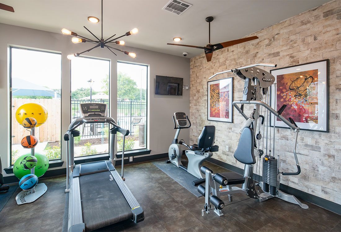 On-Site Fitness Center at Sunset at Fash Place Apartments in Fort Worth, TX