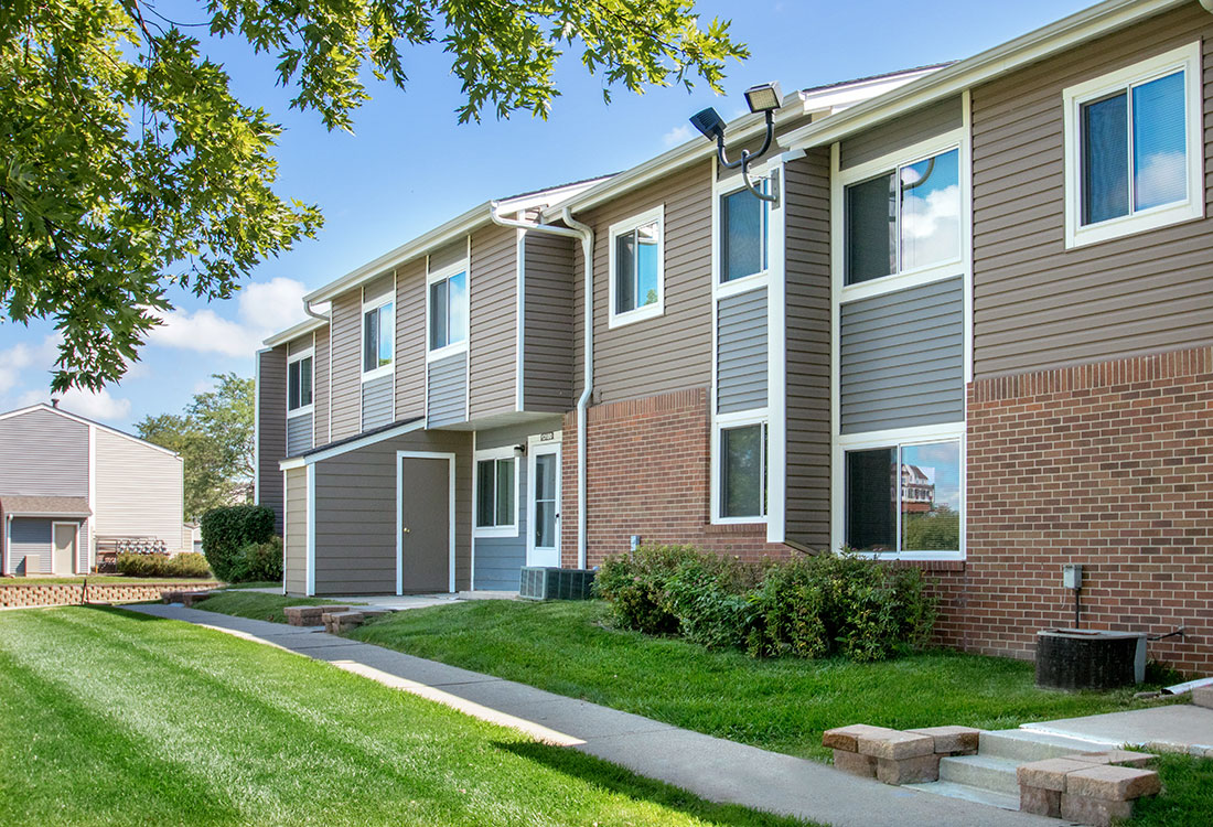 2, 3, and 4 bedroom townhomes for rent at Sunset Ridge in West Omaha, NE.