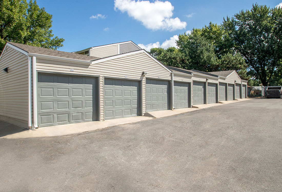 Detached Garages Available at Sunset Ridge Apartments in West Omaha, NE