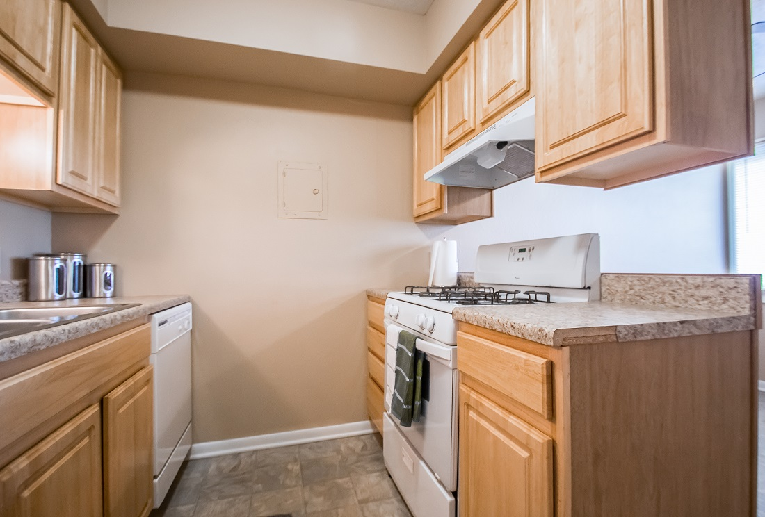 Modern Kitchen Layout at Sunset Ridge Apartments in West Omaha, NE