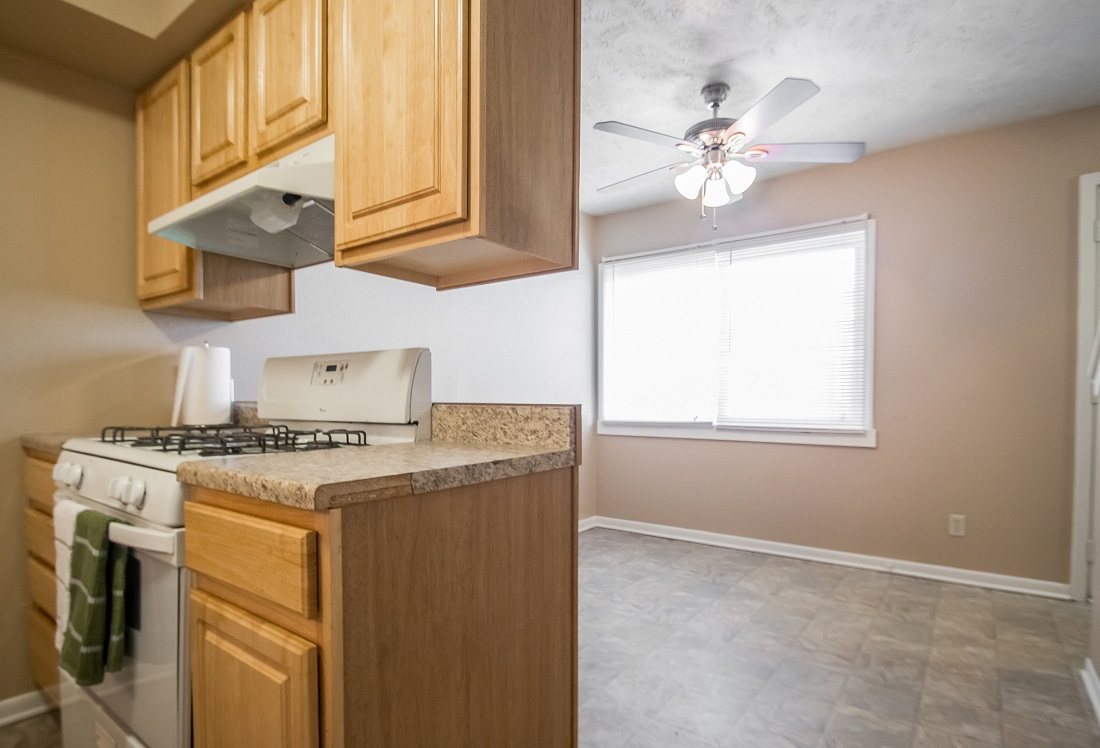 Stylish Kitchen and Dining Area at Sunset Ridge Apartments in Omaha, NE