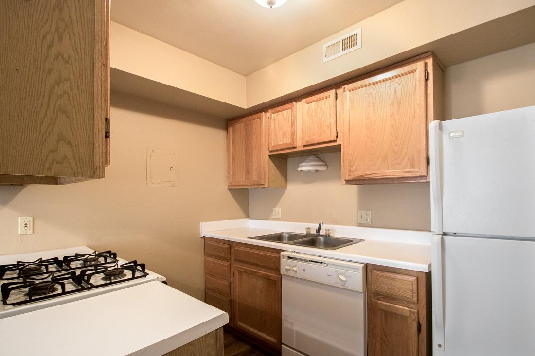 Modern Kitchen Amenities at Sunset Ridge Apartments in Omaha, NE